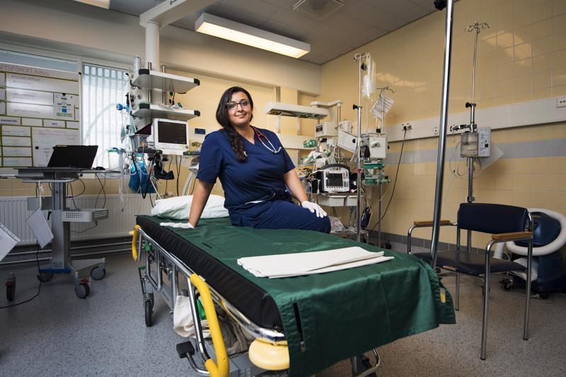 Ruotsalainen lääkäri Nathalie Chahoud on viihtynyt työssään Pietarsaaren sairaalassa. Hän pitää suomalaista terveydenhoitojärjestelmää tehokkaana ja toimivana.