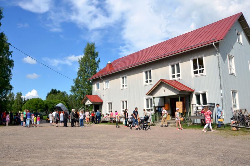 Ylikylä-päivän ohjelma Halsua-viikolla on perinteisesti rakennettu lapsia varten. Viime kesänä ohjelmassa oli hevosajelua, pomppulinnaa, kirpputori ja huutokauppa.