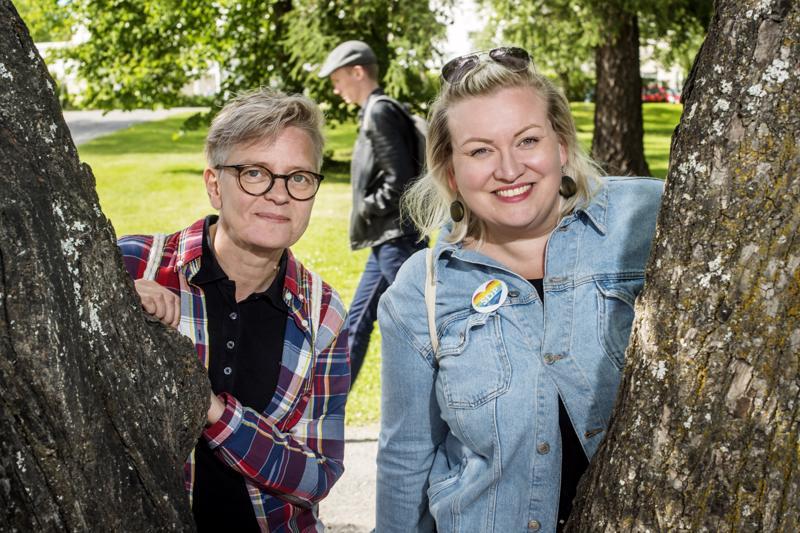 Virpi Karhu ja Tiina Isotalus olivat vuoden 2018 Kokkola Pride -tapahtuman pääjärjestäjiä.