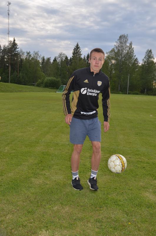 Monipuolinen laji. Kaapo Kotila sanoo, että Toholammilla jalkapallovalmentajana toiminut Niko Aihio on ollut osaltaan vaikuttamassa hänen eteenpäinmenoonsa.