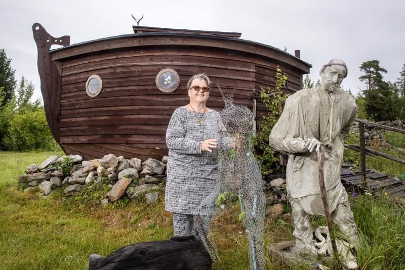 Leena Harjunpään seuraava projekti Nooan vaimon jälkeen on Aatami ja Eeva, jotka asetetaan kirsikkapuiden läheisyyteen.