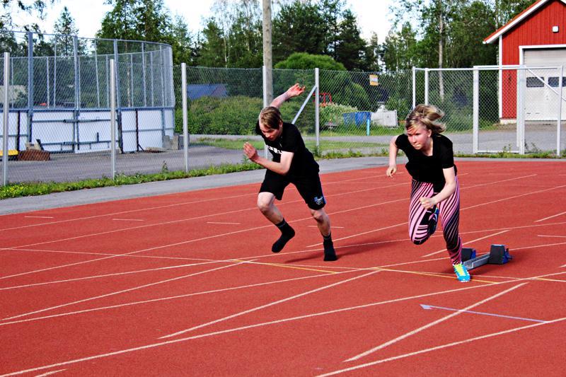 Jonne Ojala aikoo osallistua viikkokisoihin aina, kun on maisemissa. Emilia Arvola tähtää pikajuoksijaksi.