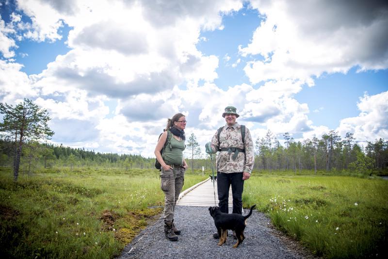 Reija Mälkki ja Tapani Granqvist tekivät Salamajärven kansallispuistossa päiväretken.