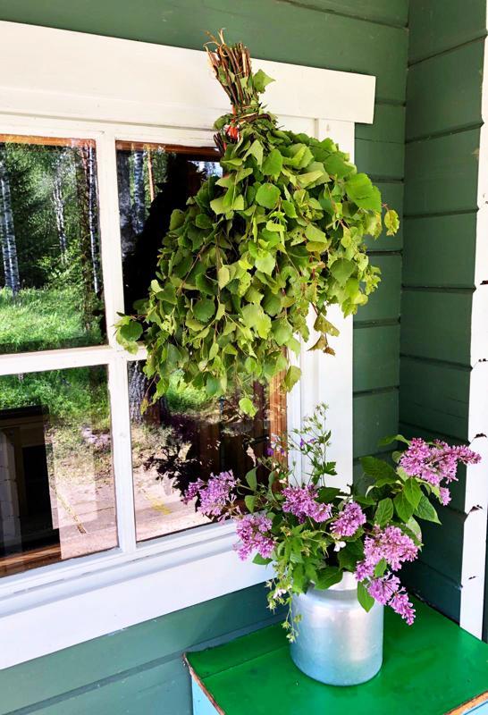 Suomen suvea kauneimmillaan. Tämän tunnelmallisen saunakuvan meille lähetti lukijamme Kaarina Hautamäki.