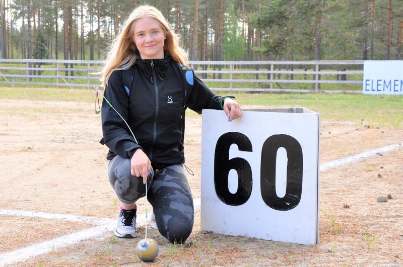 Julia Kivinen on tyytyväinen torstain kilpailun ennätysheittoonsa. 60 metrin ylitys on seuraavana tavoitteena.