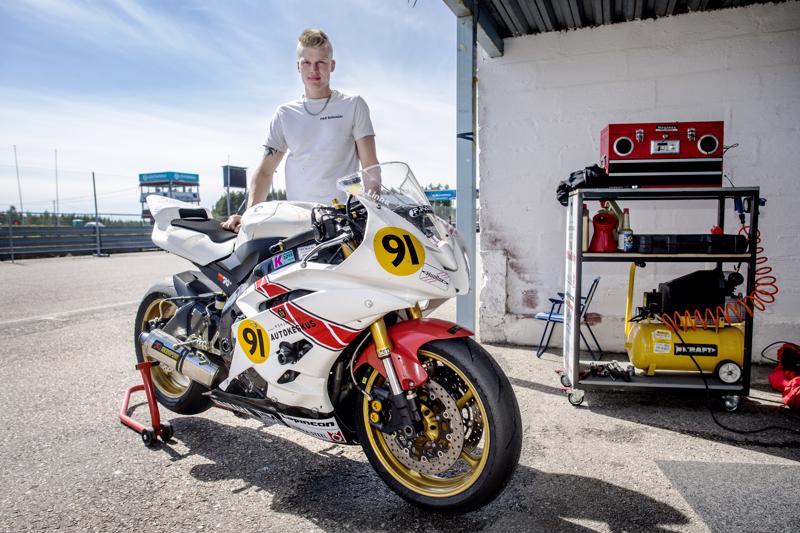Aleksi Linna kilpailee ensimmäistä kautta Superstock 600-luokassa.