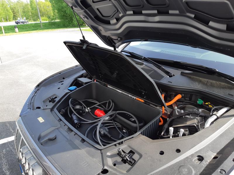 Sähköautot ovat suurimmalle osalle kuluttajista vielä liian kalliita.