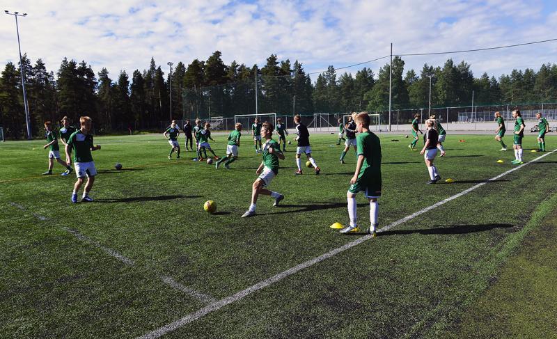 Teemu Raudasoja oli itse pelaaja Kaikki Pelaa -alkuvuosina, ja nykyään hän valmentaa Kokkolan yhteisjoukkuetta. Tuo joukkue koostuu GBK:n, KPV:n sekä Vetelin Urheilijoiden -05 ikäluokan junioripelaajista.