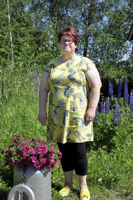 Hyvää nimipäivää Ulla! Himankalainen Ulla-Maija Räisänen yrittää viritella uudelleen vanhaa käsityöinnostusta.