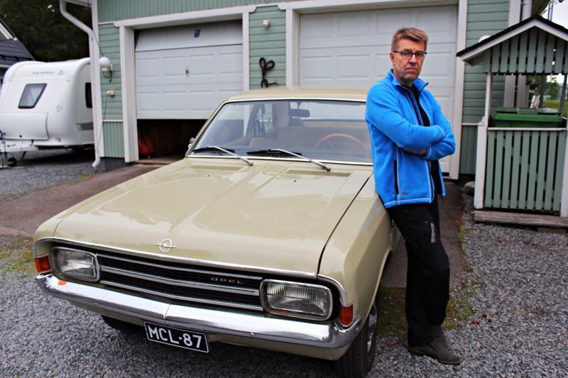 Juha Vierimaan mielestä on arvokasta säilyttää vanhaa. Siksipä hän korjasi perheen Opelin entiseen loistoonsa.