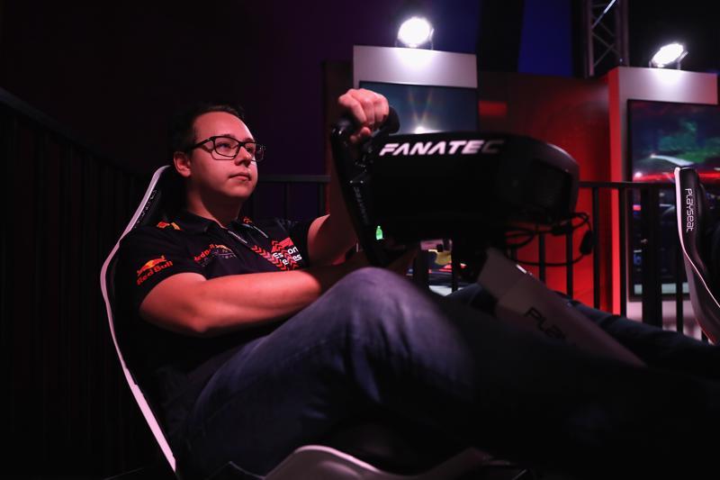 Joni Törmälä jatkaa Red Bullin kisakuljettajana F1 Esports -sarjassa.