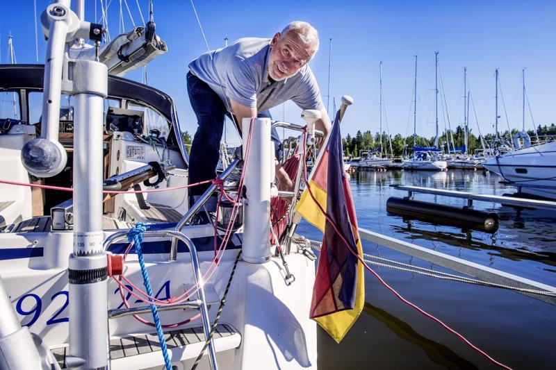 Saksalainen purjehtija Kristof Rudoph aikoo pysähtyä Pietarsaareen viideksi päiväksi. Hän aloitti yksinpurjehduksen kaksi kuukautta sitten Rostockista.