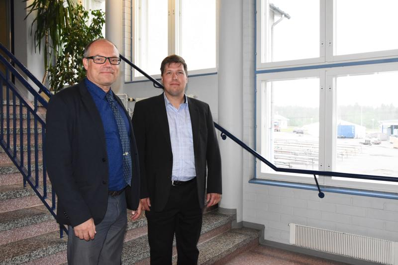 Mikko Kinnunen (vas.) on perehdyttänyt seuraajaansa Valtteri Laitilaa jo viikon päivät.  -Hyvillä mielin olemme kumpikin, miehet kertovat.