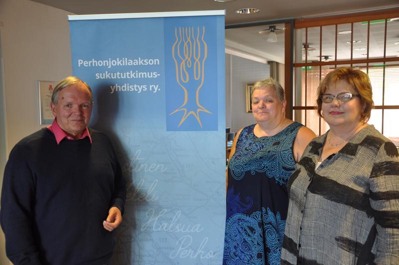 Juha Huusko, Outi Leväniemi ja Riikka Piironen Perhonjokilaakson sukututkimusyhdistyksen seminaarissa.