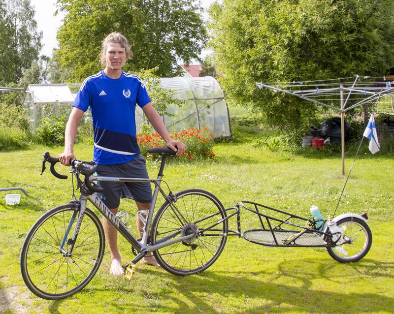 Sami Pahkala taittoi pisimmän pyöräilyreissunsa peräkärryllisellä matkapyörällä.