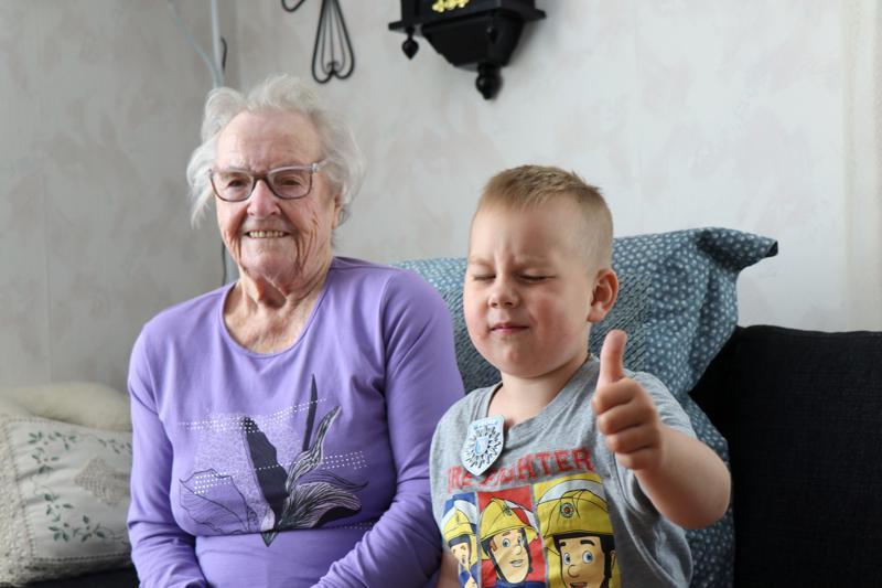 Nimipäiväsankari Elli Känsäkoski on elokuussa viisivuotta täyttävän Jalmari Väärälän isomummo.
