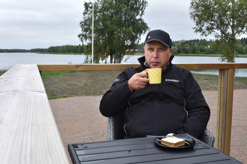 Kylpyläsaari on Tapiolle voimaannuttava paikka, missä hän käy usein ennen töitä sekä päivän päätteeksi.