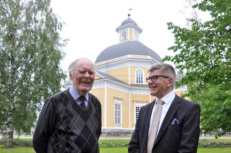 Lauri Pihlajamaa on perehtynyt A. W. Ingmannin Vetelin vuosiin, Risto Känsälä puolestaan Vetelin kirkon historiaan.