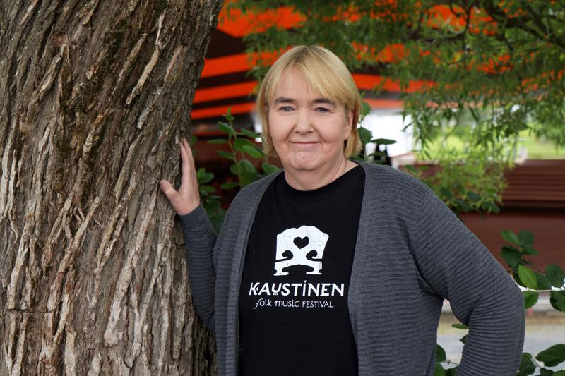 """Anne Puumala yritti jäädä festarityöstään """"eläkkeelle"""" muutama vuosi sitten, mutta kaipasi jo muutaman päivän jälkeen takaisin hommiin."""