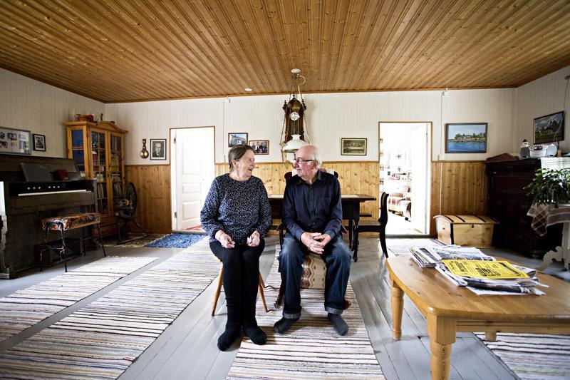 Fanni ja Raine Niemelä pitivät kotinsa yhteydessä aikoinaan sekatavarakauppaa ja kioskia.