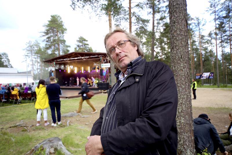 Timo Hannula jäi pois Haapavesi Folkin taiteellisen johtajan pestistä vuonna 2015, mutta vastaa edelleen tapahtuman kurssitoiminnasta.