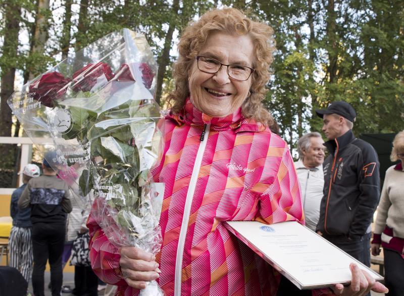 Suomen harrastajateatterin hopeinen kunniamerkki oli täysi yllätys Kirsti Alasaarelle.