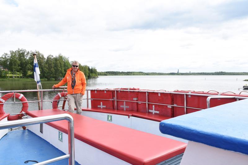 M/S Ahtiin mahtuu maksimissaan 97 matkustajaa, mutta risteilylle ei yleensä oteta kerrallaan kuin 60 kyytiläistä.  -Se lisää viihtyisyyttä, kun laiva ei ole liian täysi, Harri Heikkilä kertoo.