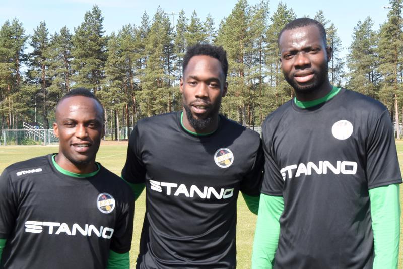 Ishmael Yartey (vas.), Guy Gnabouyou ja Ignatius Adukor haluavat edustaa KPV:tä loppukauden liigaotteluissa.