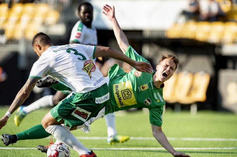 Harri Heiermann palasi KPV:n avaukseen. Kevätkierroksen pelissä vastapelaajana IFK-toppari Robin Buwalda.