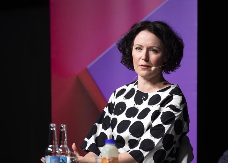 Porissa koulunsa käynyt Turun Kirjamessujen ohjelmajohtaja Jenni Haukio korosti, että hyvä lukutaito ehkäisee syrjäytymistä.