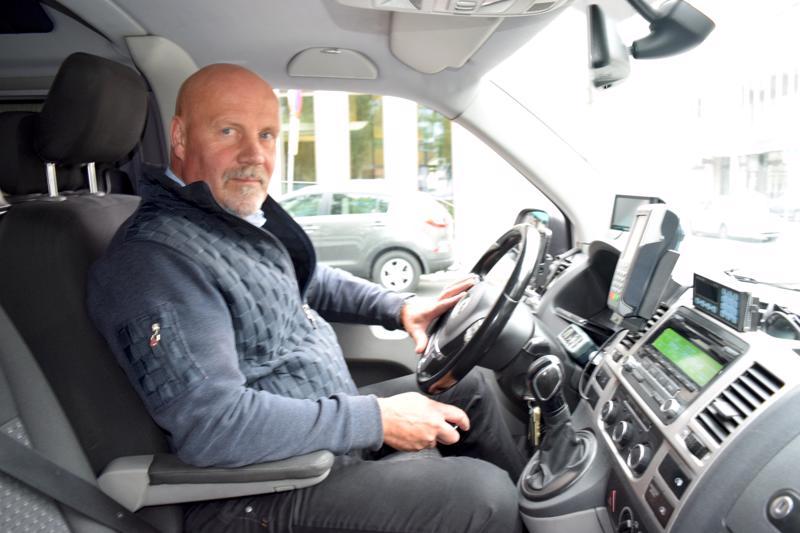 Leif Blomströmin asiakkaat luottavat yhä taksamittariin.