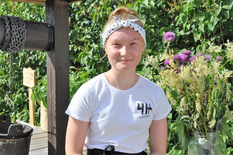 Justiina Juntunen on tyytyväinen lyhyeen kesätyöjaksoonsa, joka antaa mahdollisuuden treenata juoksua ja kilpailla.
