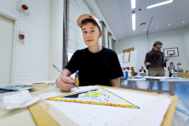 Jeremia Saarella on työn alla uusi näkökulma tietyömerkistä, tekniikkana akvarellimaalaus.