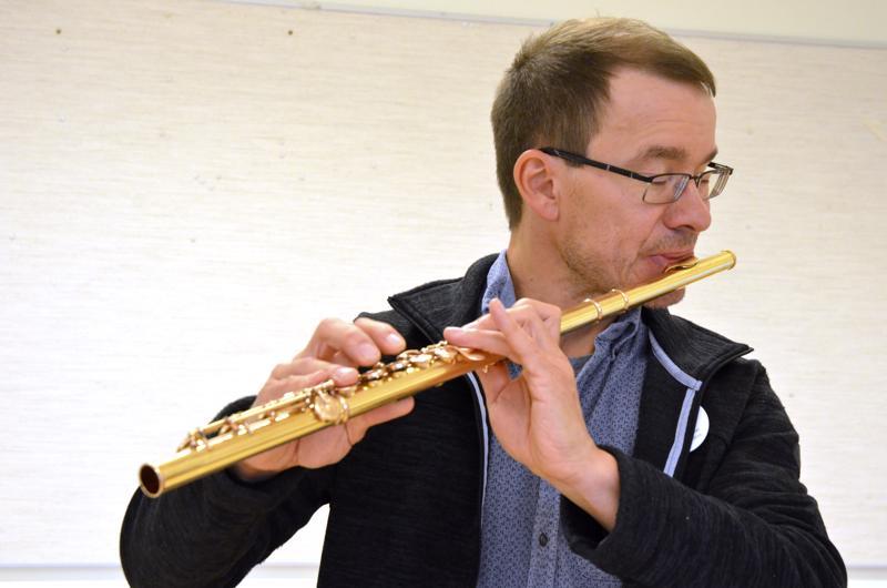 Huilunsoitonopettaja Petri Alanko on soittanut itse vuodesta 1973.