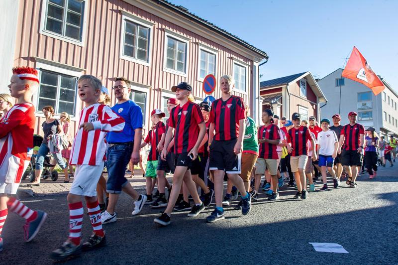 Kokkola Cup näkyy kaupungissa läpi viikonlopun. Avajaisia vietetään Kokkolan torilla torstai-iltana.