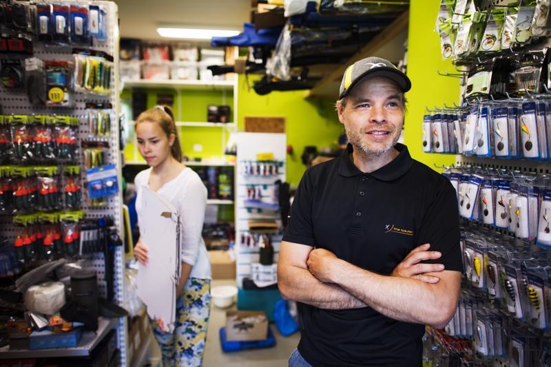 Markus Sällisen kesäapulaisena yrityksessä toimii Lotta-tytär.