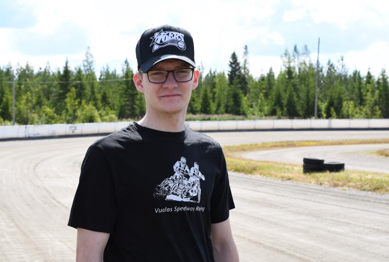 Kotiradallaan sunnuntaina kilpaillut Antti Vuolas auttoi suorituksillaan Kojootit kolmannelle sijalle. Viikon päästä Kauniskankaan radalla taistellaan speedwayn pariajon SM-mitaleista.
