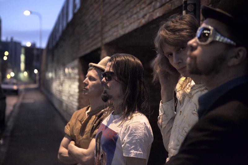 Rock-musiikkia vahvoin progressiivisin vaikuttein esittävä Jeavestone täyttää tänä vuonna 20 vuotta.