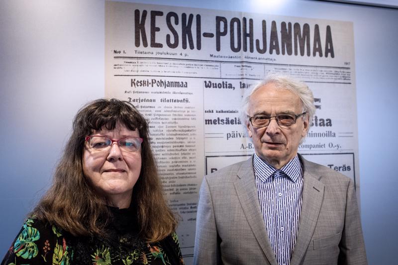 Anita Salmi ja Olavi Salmi toimittivat kirjan Perhon Mökälän historiasta.