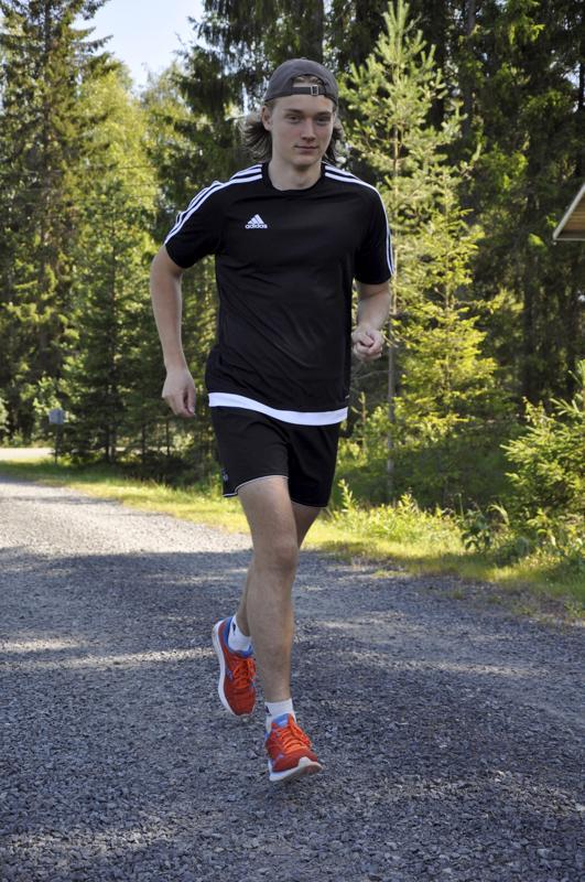 Hyvää nimipäivää Jaakko! Himankalainen hiihtäjälupaus Jaakko Mattila asuu, opiskelee ja harjoittelee Vuokatissa.