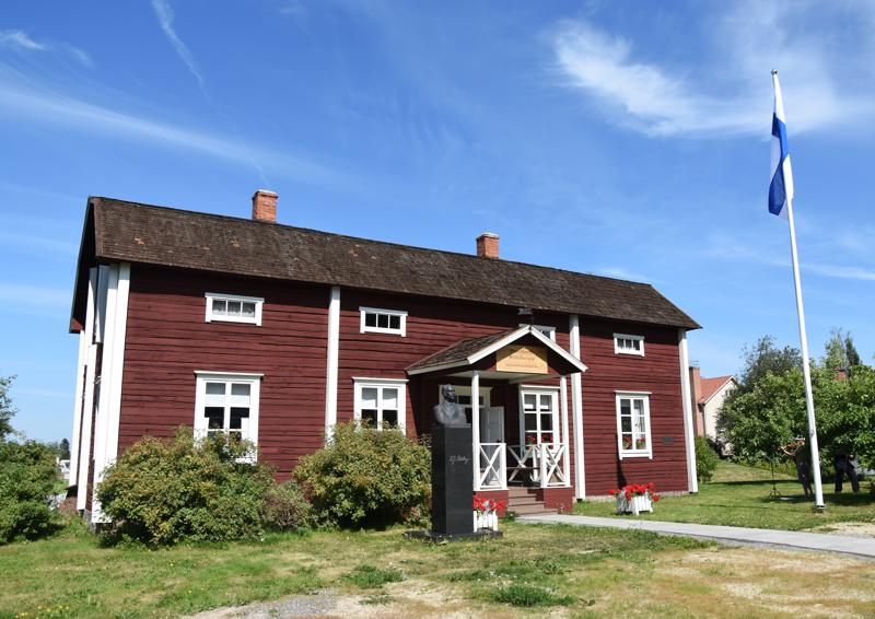 Presidentti K.J.Ståhlbergin lapsuudenkodin säilyminen oli lähes minuuteista kiinni, kun Juha Eronen ja Ilmari Luhtasela pistivät töpinäksi rakennuksen suojelemiseksi.