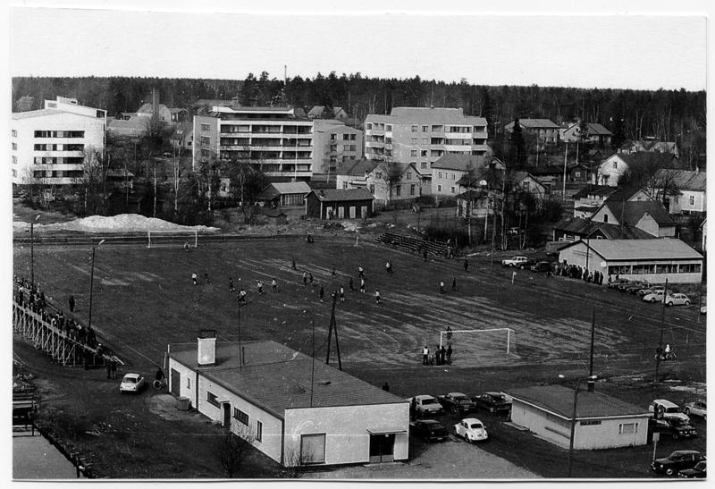 Kalahallin kentän paikalla sijaitsee tänä päivänä kaupungintalo, joka valmistui vuonna 1980.