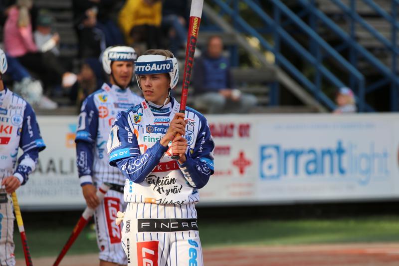 Ville Takala mietteliäänä hetki ennen lyöntisuoritusta.
