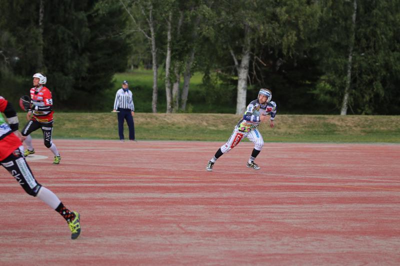 Paluun Superpesikseen tehnyt etenijäjokeri Joonas Suominen on pelannut tällä kaudella ykköspesistä Vähänkyrön Viestissä.