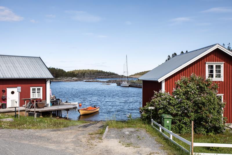 Höga Kustenin alue on kauttaaltaan kaunis, mutta pienen Bönhamnin tapaisten kalastajakylien idyllisimmät helmet löytyvät vasta meren rannasta pienimpien teiden päästä. Kauniimpaa maisemaa kesäpäivän jäätelölle on vaikea löytää.