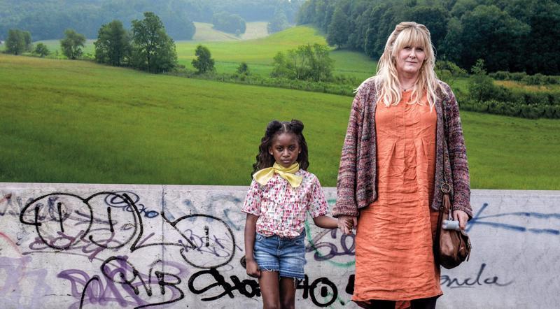 Kiri-tytön (Felicia Mukasa) tapaus saa yhteisön sekaisin. Sosiaalityöntekijä Miriam (Sarah Lancashire) potee syyllisyyttä.