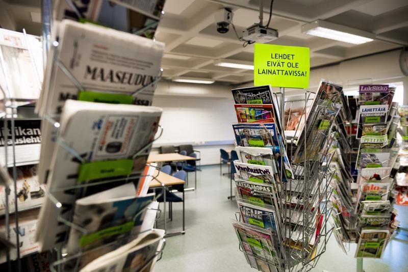 Kirjaston alakerran kokoushuone toimittaa elo-syyskuun ajan lehtisalin virkaa. Siellä on luettavissa samat lehdet kuin normaalissakin lehtisalissa, mutta niitä ei voi lainata kotiin.