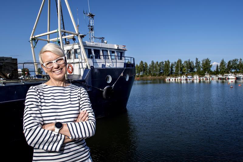 Kalajuhlien juhlapuhuja Baba Lybeckin mielestä on täällä maailman ihanimmat kalakeitot. Aikaisempina vuosina puhujina on ollut mm. Juha Sipilä ja Tapani Kiminkinen.