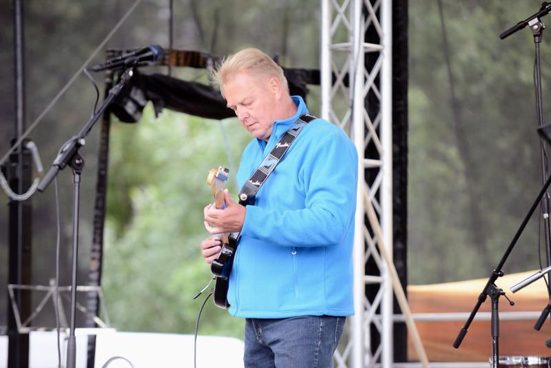 Pentti Tanskan kitaratyylittelyä.