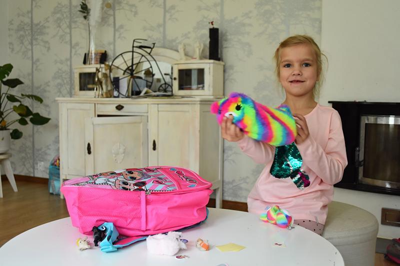 Amanda oli valmistautunut koulun alkuun ostamalla muun muassa uuden repun ja kynäpenaalin.